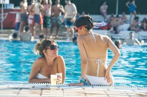 bud relax piscina tw  feb 16