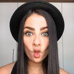 liviasalves's profile picture